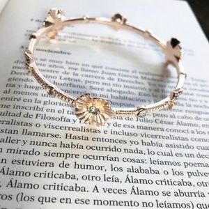3 /35 AZALEA DIAMOND ROSE GOLD BANGLE